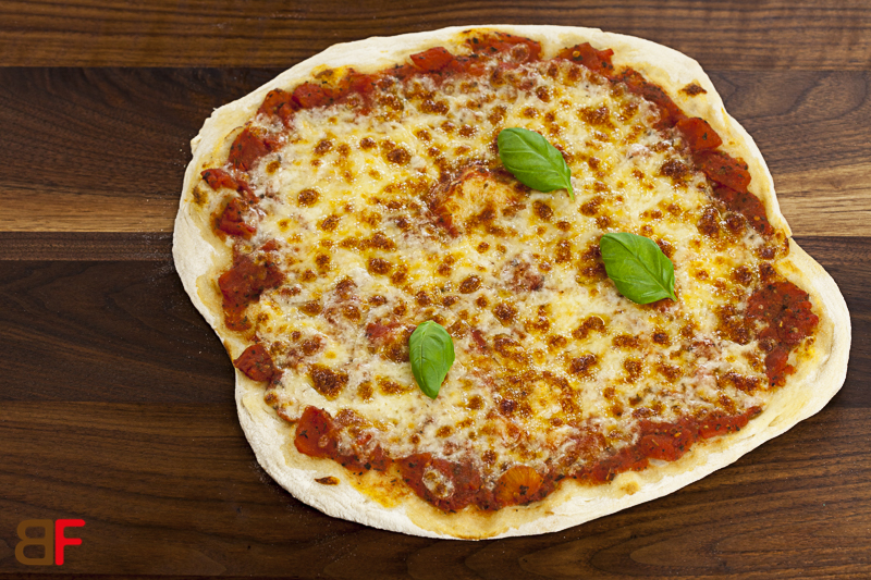 pizza margherita einfache rezepte f r gl ckliche g ste. Black Bedroom Furniture Sets. Home Design Ideas