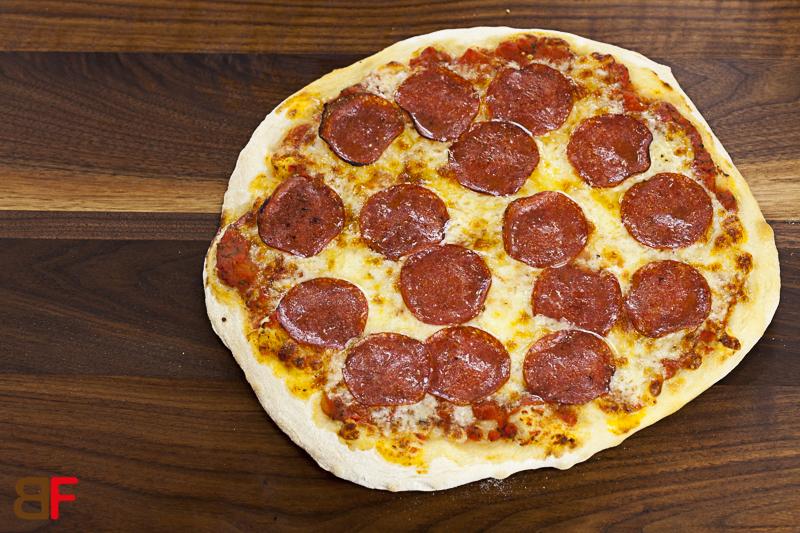 pizza salami einfache rezepte f r gl ckliche g ste. Black Bedroom Furniture Sets. Home Design Ideas