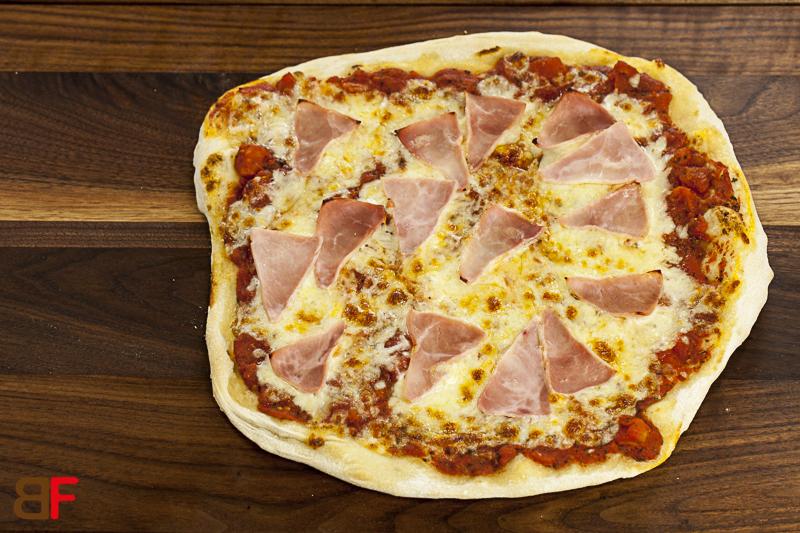 pizza schinken einfache rezepte f r gl ckliche g ste. Black Bedroom Furniture Sets. Home Design Ideas