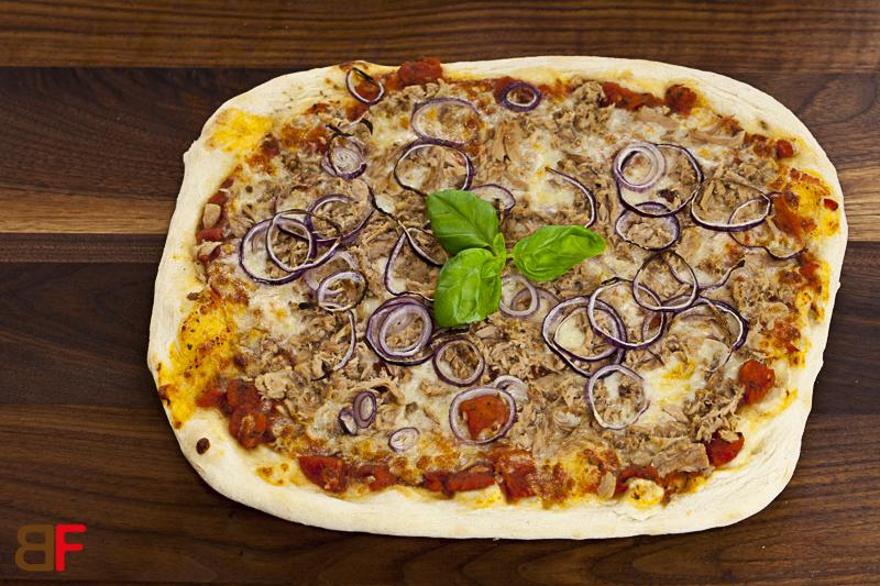 pizza thunfisch einfache rezepte f r gl ckliche g ste. Black Bedroom Furniture Sets. Home Design Ideas