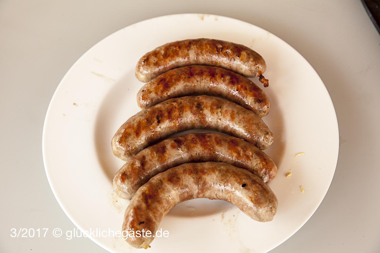 Bratwurst aus Rehfleisch mit Chili