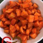 Die Karottenstücke dazugeben.