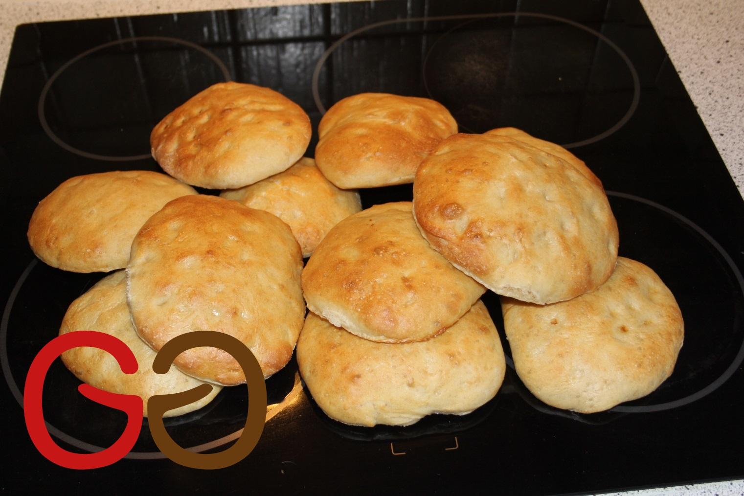 Ein-Personen-Brotlaibe für die Grillparty