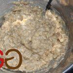 Mehl, Kuchenbasis und Flocken dazugeben und gut verrühren.